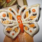 Farfalla di gesso ceramico rifinica con acrilici e spray glitter oro