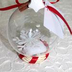 Art. 355 E Sfera plexiglass con confetti e fiocco neve all'interno, nastro, gessetto