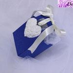 Art. 8 E-Borsettina blu con nastrino e gesso cuore
