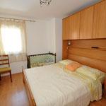 Комфортные апартаменты в Омише с территорией рядом с песчаным пляжем, в Старом городе