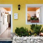 Дом в Братуше первый ряд от моря, отдых в Хорватии с детьми