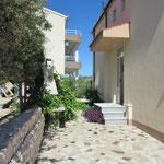 Апартаменты в тихом месте с чистейшим морем.  Отдых в Хорватии с детьми и компанией.