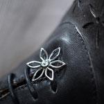 #Blume als Schuhschmuck in Edelstahl