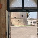 vista della piazza centrale di Palmariggi dall'ingresso ell'appartamento