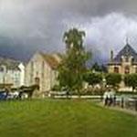 Vue sur la jardin  face al Mairie et l'église de Nozay