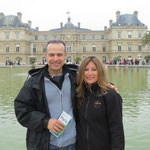 F8ATS Tony and XYL CE3CT - Carolina - front of the SENAT -Luxemborg garden -PARIS 2013