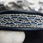 Nr 24./425:- Marinblått, ca 2,0 cm brett