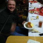 Arne freut sich auf das Essen
