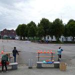 auf dem Marktplatz die Leichtatleten mit laufen und werfen