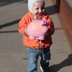 Anton et son cochon trouvé au marché aux puces