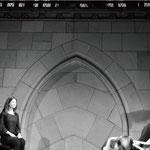 「新大聖堂」で開催された、アンドロイドロボットと人間との対話による演劇「サヨナラ」。教会でアンドロイドを扱うことの意味を深く、考えさせられる。