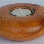 Teelicht Eibe mit Trockenrissen 4,4 cm x 11,5 cm. Daran erfreut sich schon jemand, ich kann aber ein ähnliches neu machen