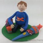 Tortenfigur Schulanfänger Junge kniend
