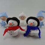 Tortenfigur Wichtel mit Schneeflocken und Schneeflocke und Schneemänner