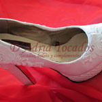 Zapato de novia en raso y encaje de guipur