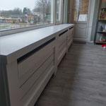 Door stefig op maat gemaakte radiator ombouw met horizontale latten. Gemonteerd in Barendrecht.