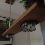 Door stefig op maat gemaakte industriële lamp. Gemonteerd in Capelle a/d Ijssel.