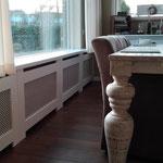 Door stefig op maat gemaakte radiator ombouw met geponst paneel.Gemonteerd Barendrecht.