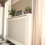 Door stefig op maat gemaakte radiator ombouw met geponst paneel. Gemonteerd in Ridderkerk.