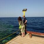 Thomas und Verena begutachten das Meer......