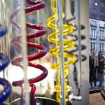 Installation de Morgane Tschiember pour le magazine Annual - magasin Colette / Verre au chalumeau / photos Khatim Ketfi