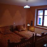 Chambre 1er deux lits simples côté Rue (Gorges du Tarn)