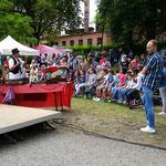 Eine Zauber-Zirkus-Show eröffnete das Programm – Magie für groß und klein