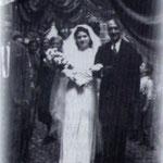 1940 Sposi Cavalieri-Graziadio. Nella foto la sposa Carmela  Cavalieri, accompagnata dal padre,Francesco.
