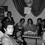 """Anni '70 Giovani compagni (e non solo giovani col noto personaggio """"Spirito Maligno"""")"""