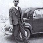 Anni '60 uno degli ultimi noleggiatori, Pasquale Gaccione, vicino alla sua macchina