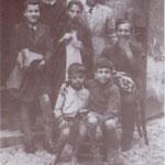 1944 in Corso P.Umberro n. 40 (futura bottega di mastro Tonino Candia) Un gruppo di sarti:da sx, Totonno Guidi,Colatarci,Tonino Gallina,Luigi Ortale e Mario Avolio; seduto a dx il piccolo Francesco(Ciccillo) Guidi