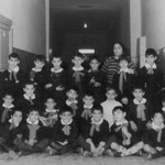 In cerca di data e di nomi degli alunni(foto di M.Cumino)