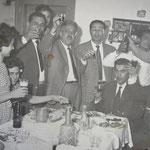 """Metà anni '60 - Un altro """"San Pasquale"""" a casa di P. Magno - da sx, P. Magno;G.Barone;M.Policastri;G.Berardi;Umberto Magno;A. Virardi, T.Cardamone) foto fam.Barone"""