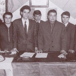 1959-Incontro nella sezione del PCI tra i giovani comunisti e democristiani( Da sx ?, Orsini, G. Meligeni,P. Donnangelo,G.Otranto,?,F.Pistoia,F. Labonia, T. Orsino)