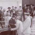 """1962 Mons. Rizzo, arcivescovo di Rossano, in visita a Corigliano(tra gli altri, in alto col cappello Giuseppe Policastri, """"vai maestro"""" un ebanista di grande valore)"""