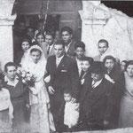 Anni '50 Foto ricordo davanti al portone degli sposi,Elvira Luna ed Elio Curti