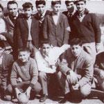 """1961 Passeggiata scolastica della 3° C della Ragioneria(ITC) """"a ra jiacina"""". Da sx in alto M.Luzzi,G.De Rosis,prof. Giuseppe Reale,C.Vitale,A.Servidio,N.Affortunato,G.Lancella,N.De Rosos,F.Gigliotti,A.Tedesco,U.Scigliano,G.Cardamone,G.Argentino"""