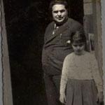 1959 Il sarto mastro Totonno Scorzafave nella sua bottega in Via Roma