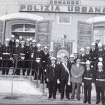 1995-P.zza del Popolo. Il sindao G.Geraci con il corpo delle guardie municipali