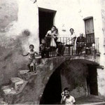 """1980 Foto ricordo in un """"lastrachielli"""" (foto di S.Grillo)"""