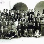 1942 - Liceo Scientifico - Al centro, il preside Fortunato Bruno. A sinistra tra gli altri, il giovane prof. Mario Rizzo, mentre a destra, il prof. Francesco (Battista) Arena e, a fianco, il prof. di matematica, Rivitti (foto di M.Rizzo)