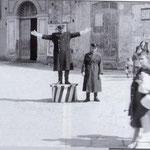 Anni '50 i vigili Alberto Lavorato(sulla pedana) e Guido Guidi