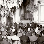 (foto fam. Leonetti) 7-5-1970 Primo Convegno di studi delle Casse Rurali. In piedi l'avv. Giovanni Leonetti. Tra gli altri, seduti, Domenico Cosentino, Fino