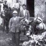"""Anni '50 Il trasporto con i """"ciucci"""" del mosto nei caratteristici otri in pelle di capra, dalle vigne alle cantine. (di solito questo trasporto avveniva in ottobre, ed io aspettavo nella cantina di mio zio per assaggiare questo mosto dolcissimo)"""