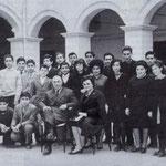 1964 3°C,Media Garopoli(tra gli atril,G.Pagnotta,S.Ferrarese,T.Rugna,R.Suma,F.Marzullo,P.Scaglione,B.Graziani,G.Forciniti,F.Vena, G.Pisani,G.Merlo,R.Guglelmi,T.Falsetta,T.Corrado,M.Falcone,R.Milito,?,F.Sosto,F.Pezzo,pres.V.Altomari e Prof.M.G.Spezzano