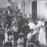 1951-Corteo nuziale degli sposi Rosaria Malena e Giacomo De Rosis in Via S. Francesco, (ritorno a casa per i festeggiamenti)