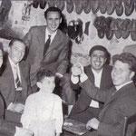 Fine anni '50 Una partita a carte la domenica pomeriggio nella bottega dei fratelli Polino(da sx Giovanni De Simone, Antonio Magno, Aldo Polino, Alfonso Gaiano, Francesco Zingone, Antonio De Simone)
