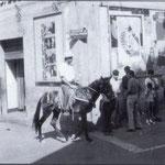 """Anni '60 Giuseppe Melieni('U mulinari"""") col suo mulo in Piazza del Popolo(all'acquanova, vicino """"a gghjianca i ru capurali"""")"""