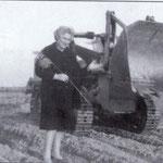 Anni '60 Lucia De Rosis,figlia di Nicola dei baroni De Rosis(foto ricordo sui suoi terreni, destinati al porto di Corigliano)