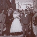"1957 Il matrimonio Avolio-De Santis (scendendo la ""scalilla"")"